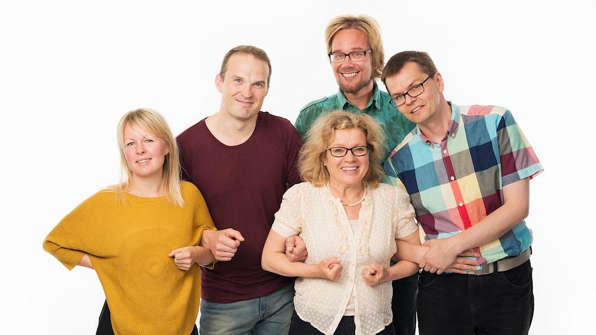 Lina Puranen, Tuomas Ojala, tuottaja Kirsi Blomberg, Erkki Kuronen ja Mika Pohjola. Foto: Mattias Ahlm/Sveriges Radio
