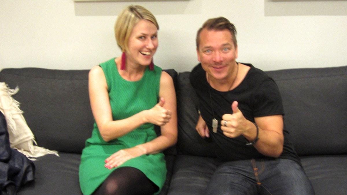Erika Nylund ja Fredrik Furu peukuttavat. Foto: Mika Pohjola.