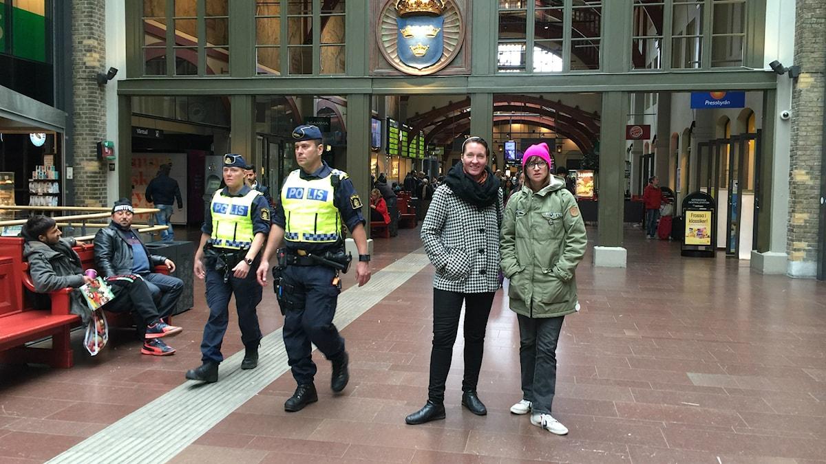 Nina Sinkkonen ja Nina Natri Göteborgin keskusrautatieasemalla. Kuva: Erkki Kuronen, Sveriges Radio Sisuradio