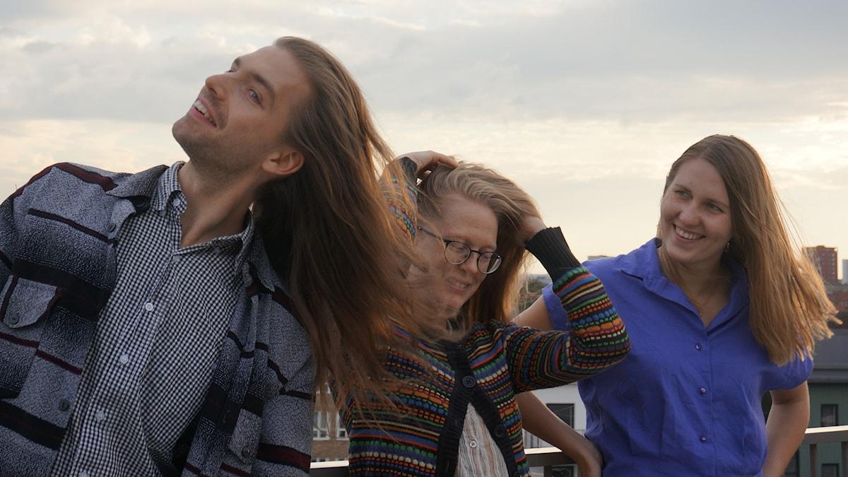 Tukat hulmuten Malmön tuulissa