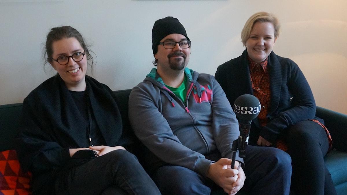 Elina Ylhäisi, koukuttaja Kimmo tetri ja Julia Radliff tuottavat Fintastic-tapahtumaa