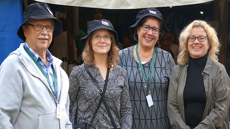 Silvo Karjalainen, Anu Niskanen Naing, Pirkko Karjalainen ja koukuttaja Kirsi Blomberg.