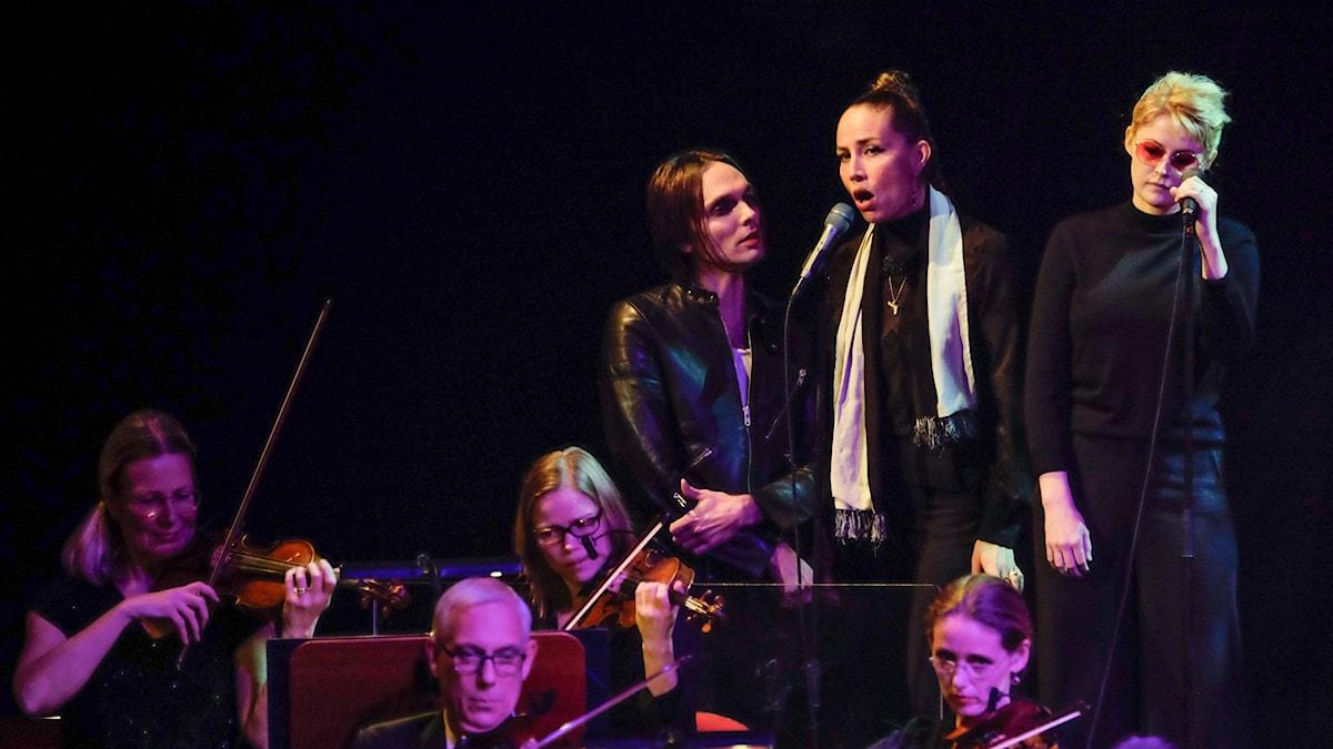 Moto Boy Jenny Wilson samt Edda Magnason hyllar den isländska artisten Björk
