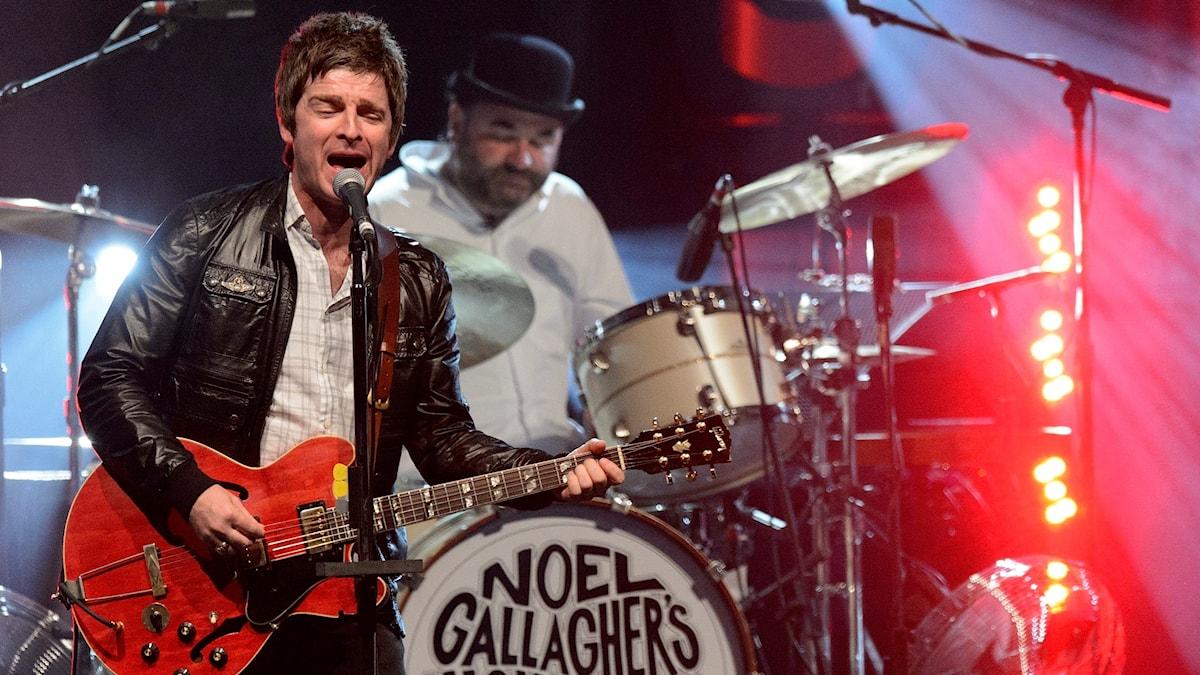 Noel Gallagher sjunger låtar från nya plattan, men också några gamla Oasis-klassiker.