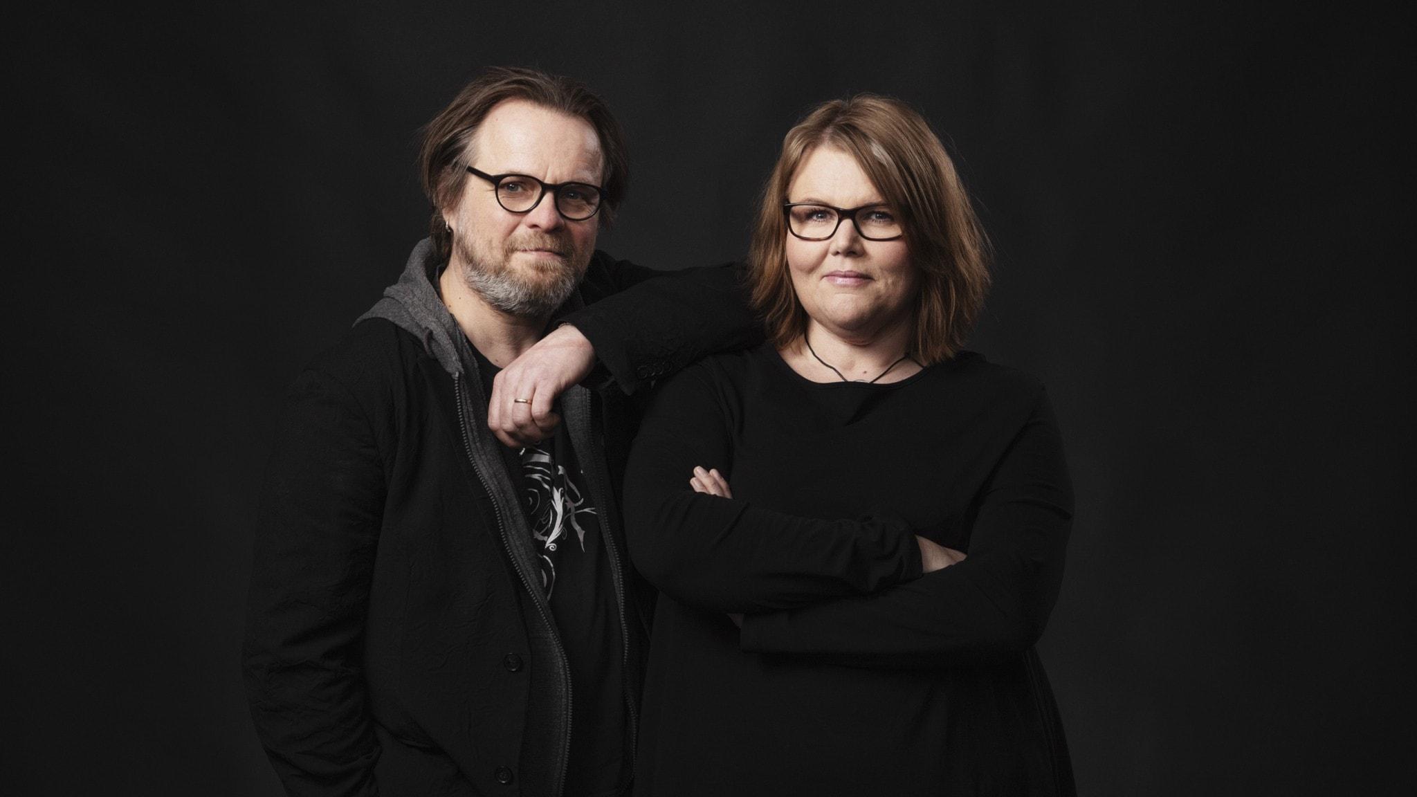 Hårdrockskvällens programledare Andreas Matz och Linda Thulin.