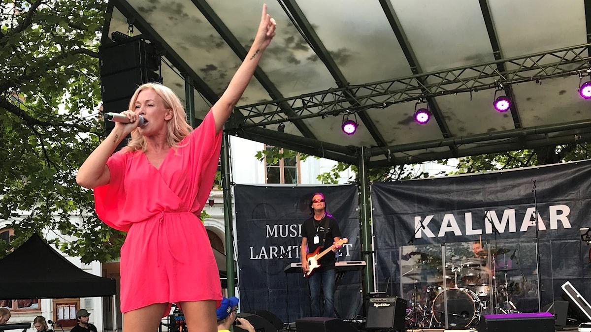 Jessica Andersson på Larmtorget i Kalmar.