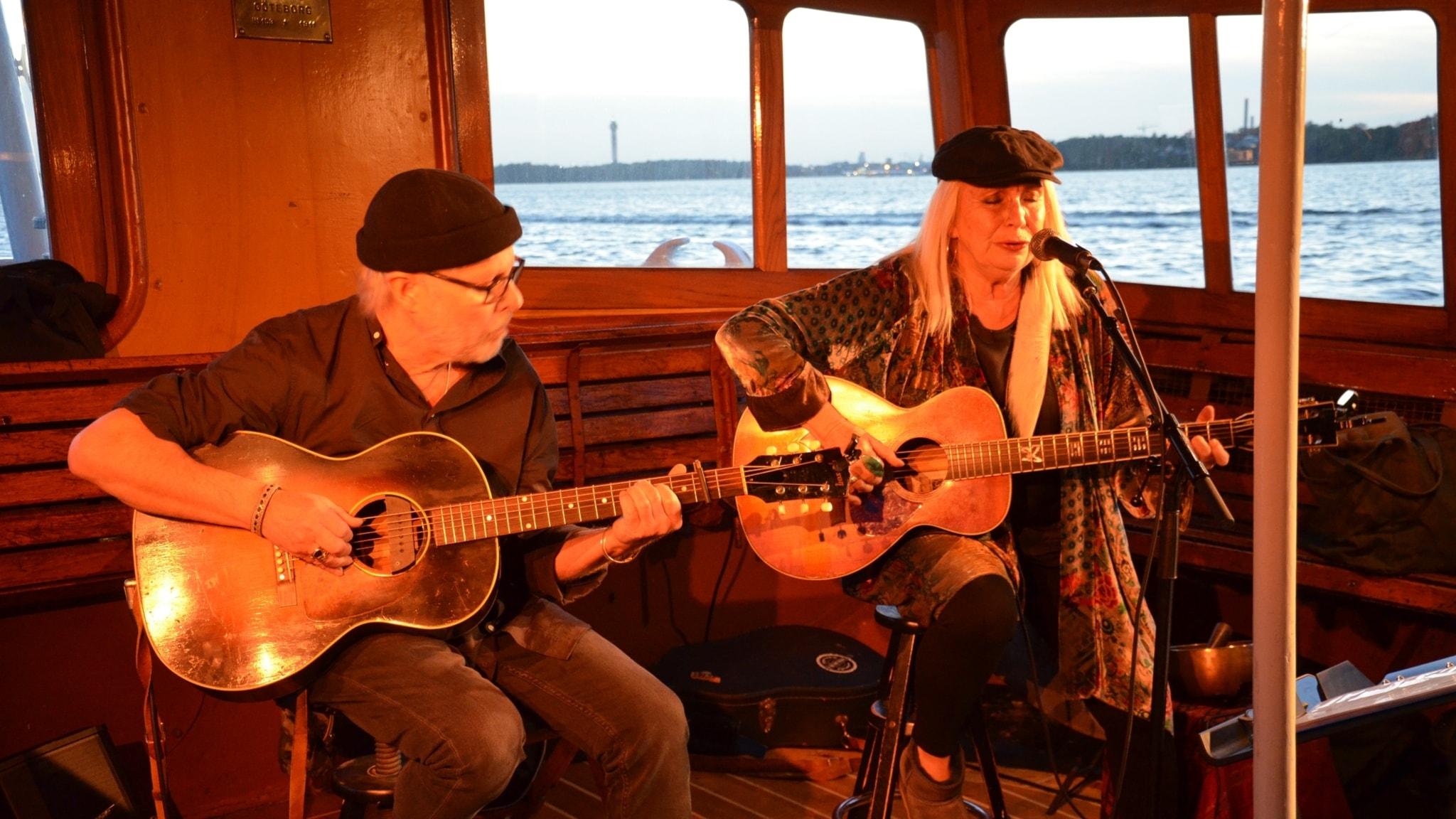 Lasse Englund och Marie Bergman på SS Blidösund