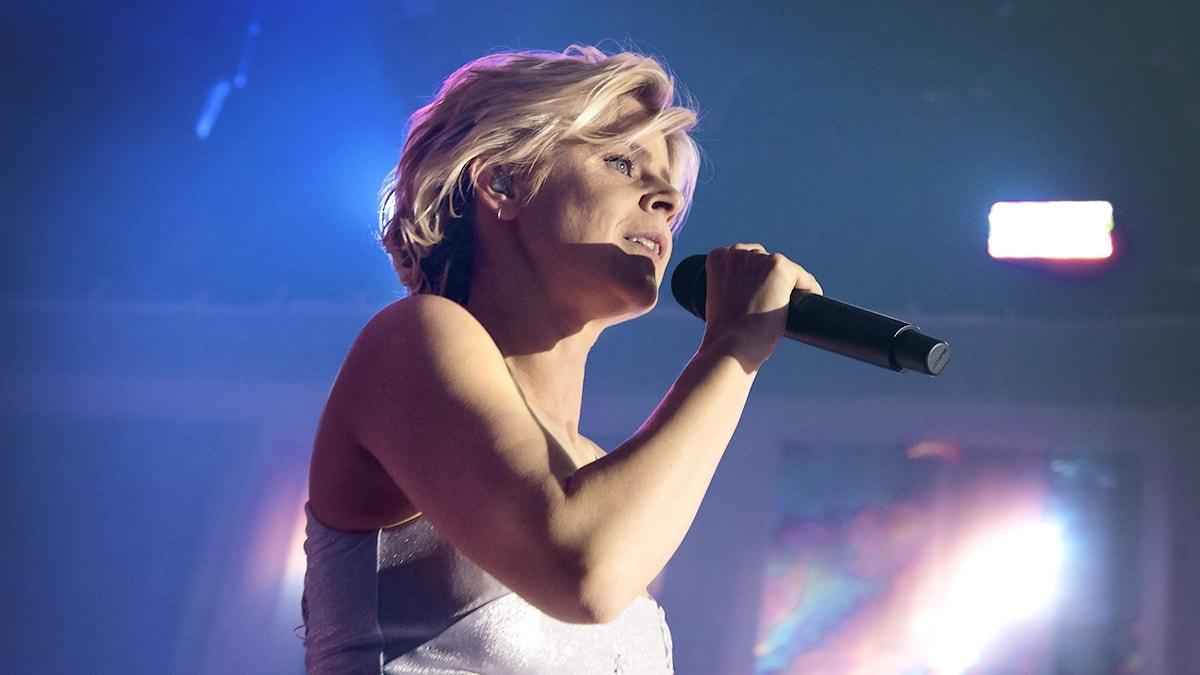 Robyn medverkar i P4 Live