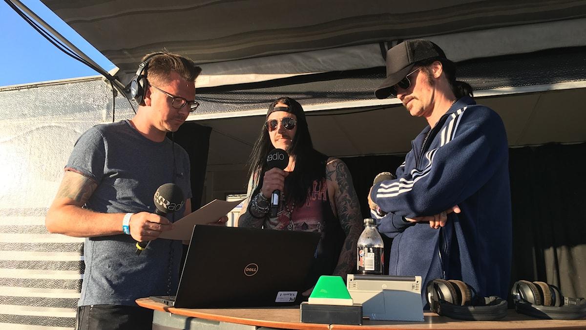 Jocke Berg och Magnus Andreasson i Hardcore Superstar på radioscenen.