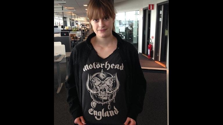 Anna med Motörheadtröja