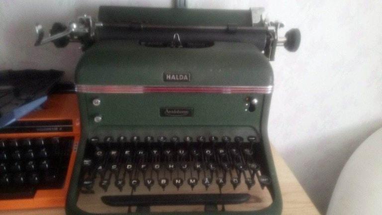 Gammal grön skrivmaskin