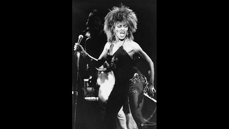 Tina Turner släcker jonas brinnande hår