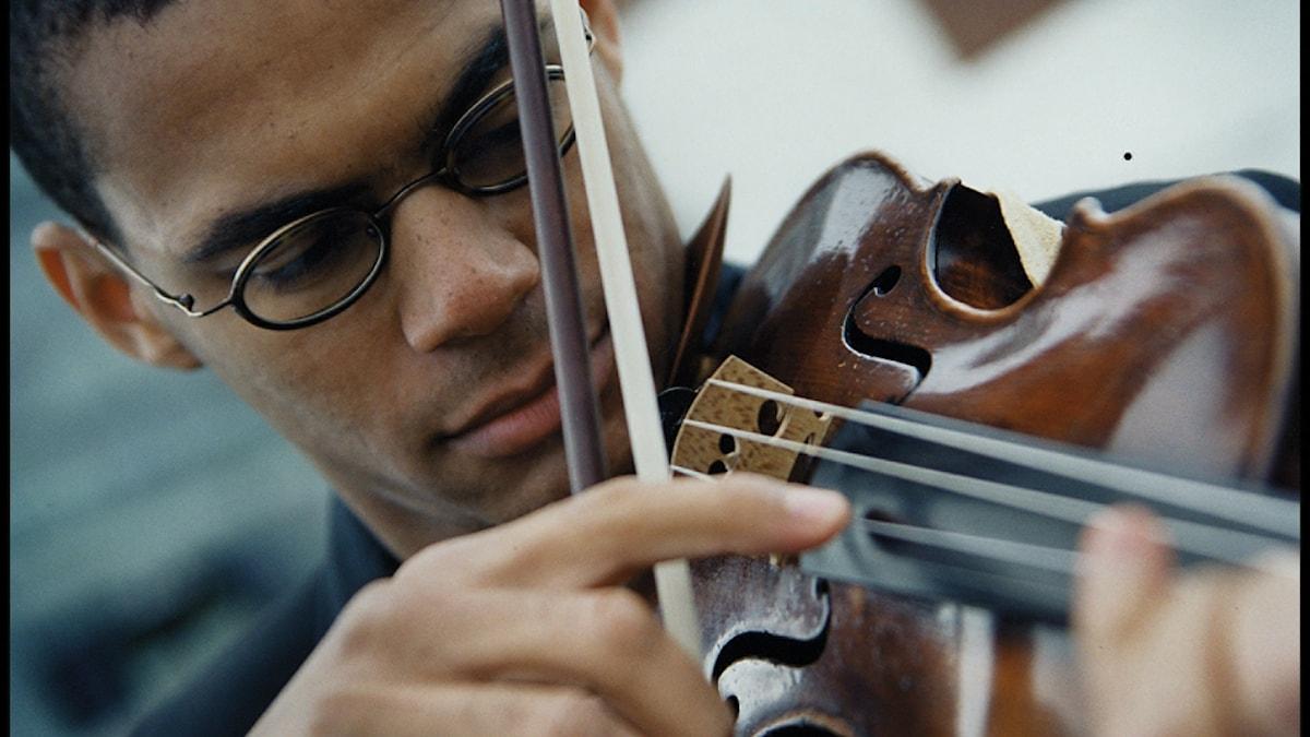 Violinisten Alexander Øllgaard. Foto: Charlotte Miranda