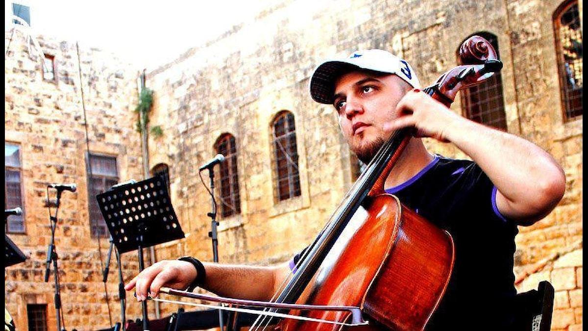 Bashar Sharifah spelar på en musikfestival i Libanon. Foto: Privat