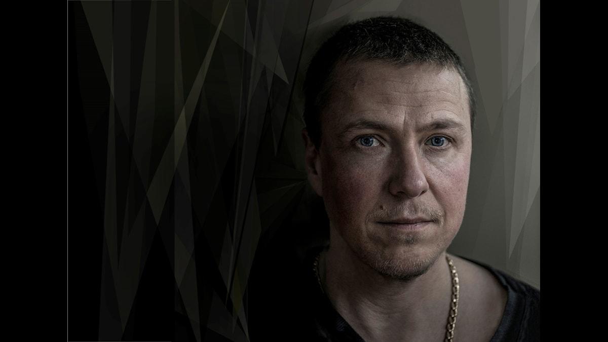 Musikern, sångaren och bildkonstnären Nino Ramsby. Foto: NIno Ramsby.