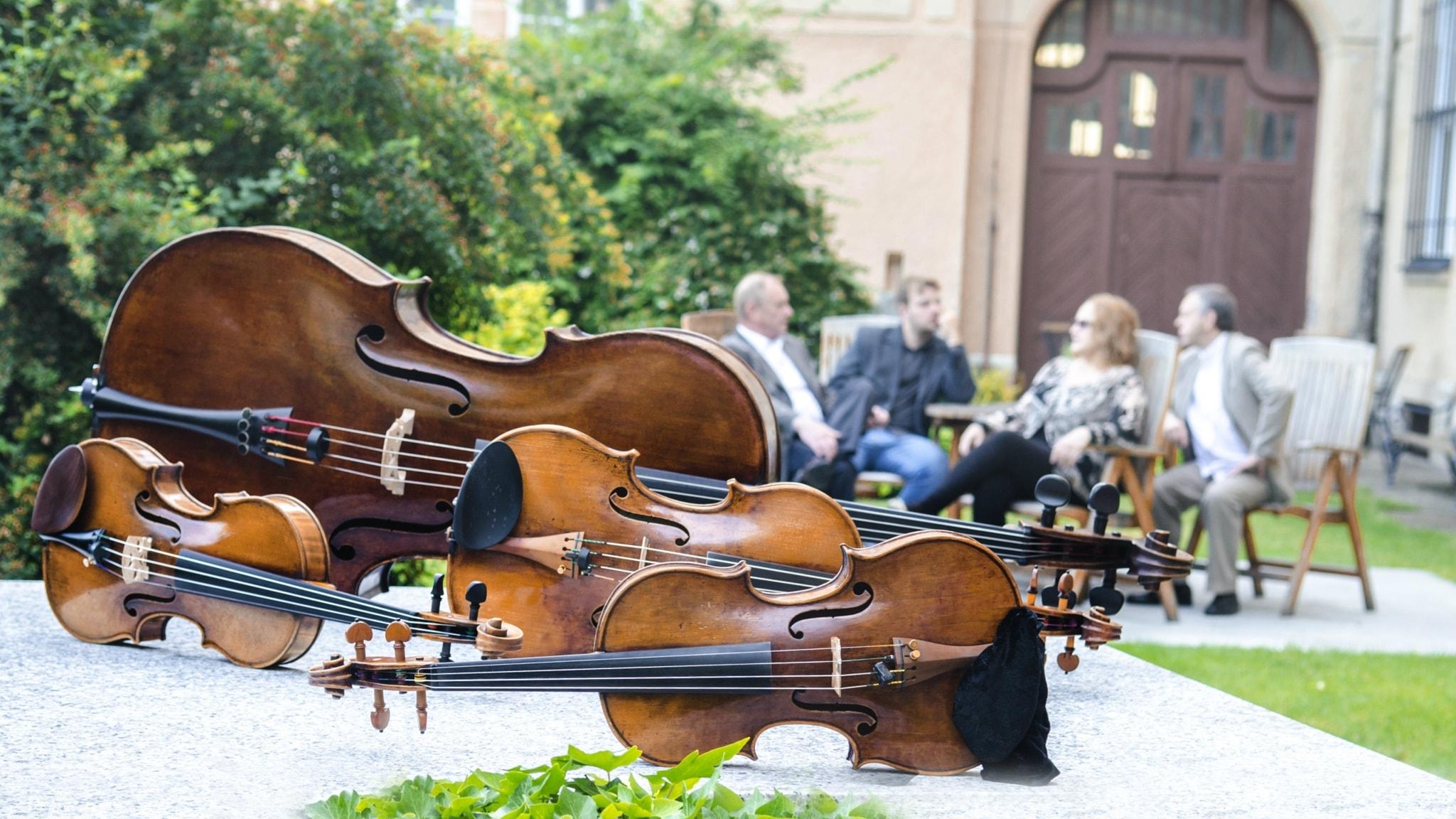 Tjeckiskt klassiskt musikliv nu och då. Prag - Europas mest symfoniorkestertäta stad.