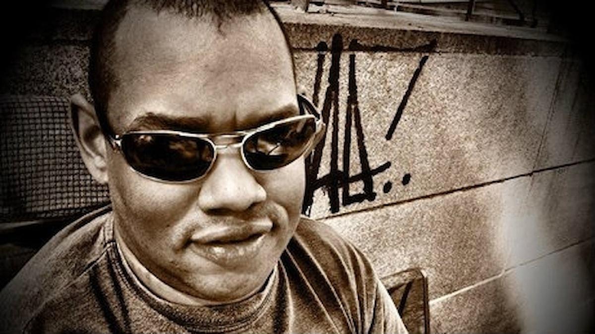 Fredrik Mbuyamba, Madodds, låtskrivare och sångare. Foto Signe Nordmark