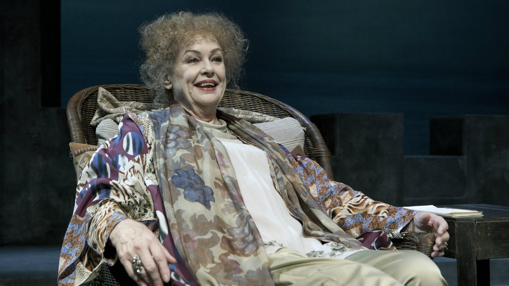 Ghita Nørby som Sarah Bernhardt på Folketeatret i Köpenhamn: Foto Thomas Petri