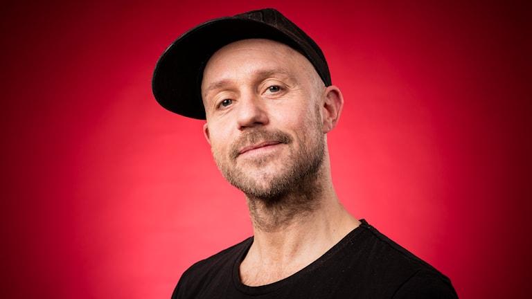 Apollo Asplund, kärleksexpert i Kärlek i P4. Foto: Micke Grönberg/Sveriges Radio.