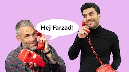 Farzad ringer Jonas och ber honom ta hand om Barnmorgon. KUL tycker Jonas! Foto: SR SR.Web.CssMapping.CssClass