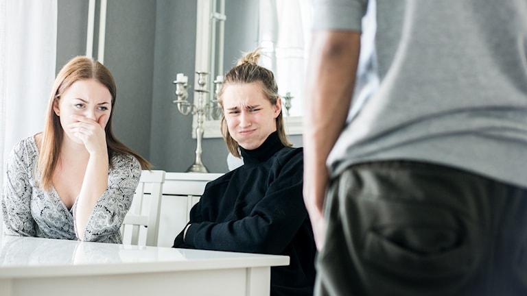 William visar snoppen för Linda och Hampus
