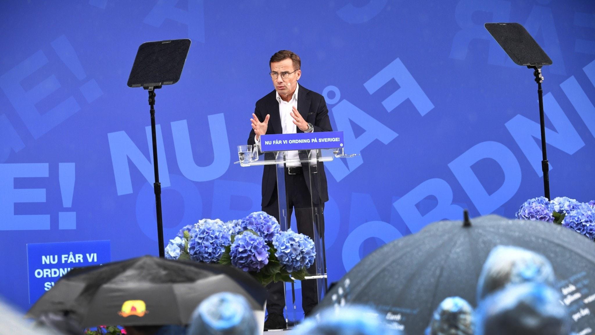 Moderaternas partiledare Ulf Kristersson håller tal.