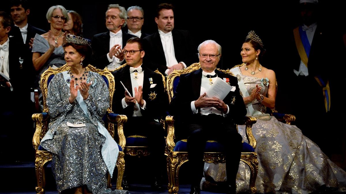 Drottning Silvia, prins Daniel, kung Carl XVI Gustaf och kronprinsessan Victoria under Nobelprisutdelningen i Konserthuset i Stockholm