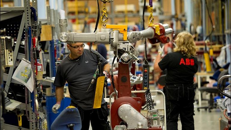 Tillverkningslinan på ABB Robotics som gör industrirobotar