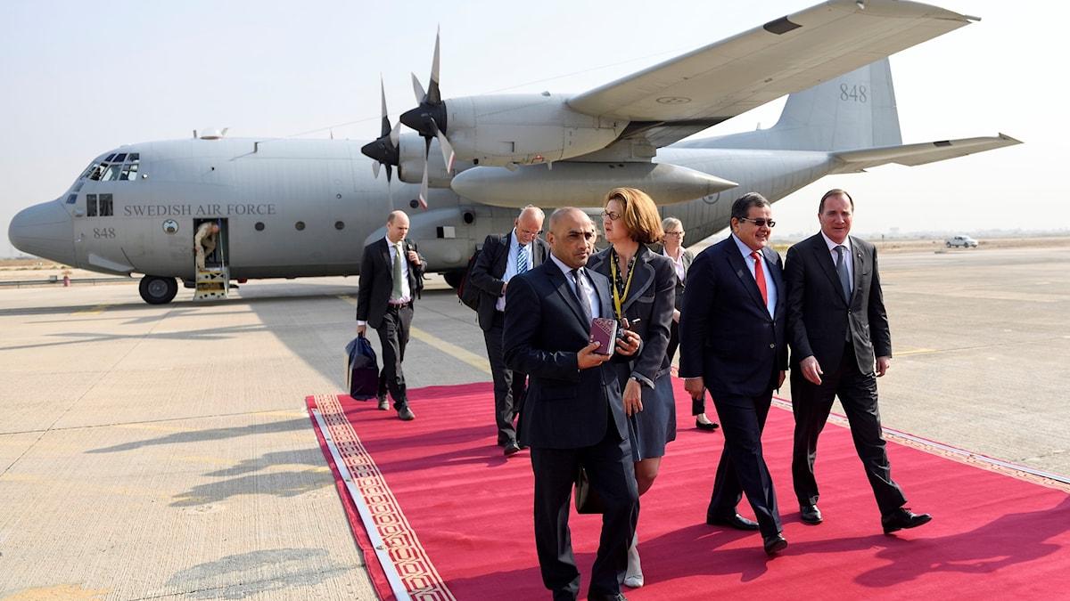 Statsminister Stefan Löfven anländer med Flygvapnets TP-84 Hercules flygplan till Bagdad för sitt möte med Iraks premiärminister Haider al-Abadi.