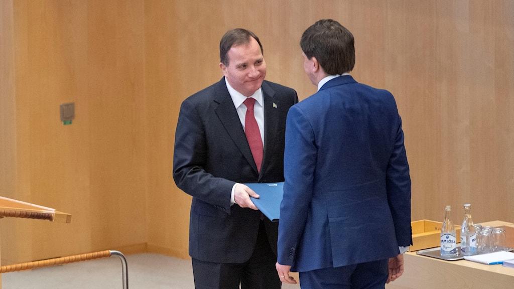 Statsminister Stefan Löfven (S) tar emot statsministerförordnadet av riksdagens talman Andreas Norlén statsministeromröstning i riksdagen.