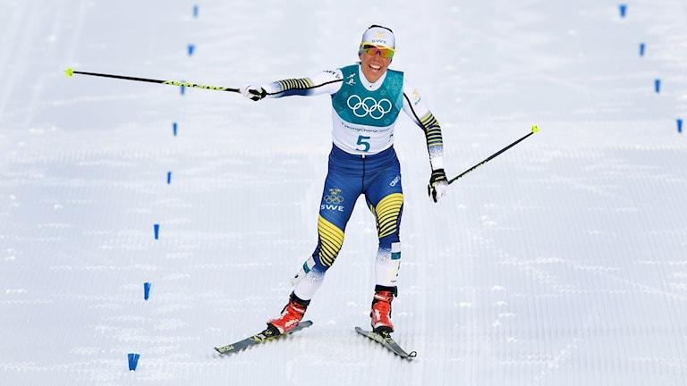 Charlotte Kalla åker skidor. Foto: Anders Wiklund/TT