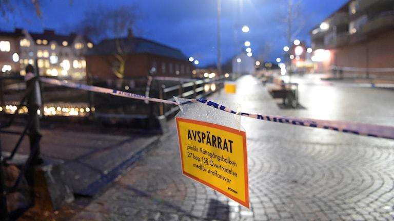 Avspärrad brottsplats efter en skjutning i Falun.
