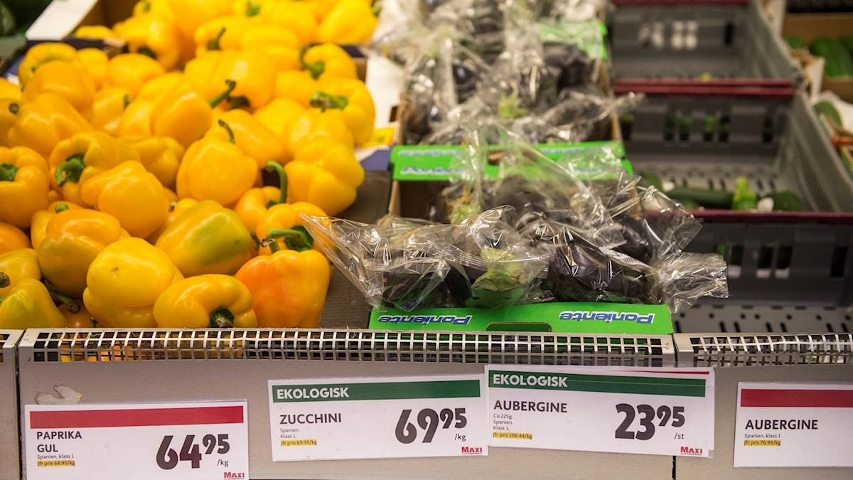 Ovanligt höga priser på grönsaker på Ica Maxi på Berga i Helsingborg.