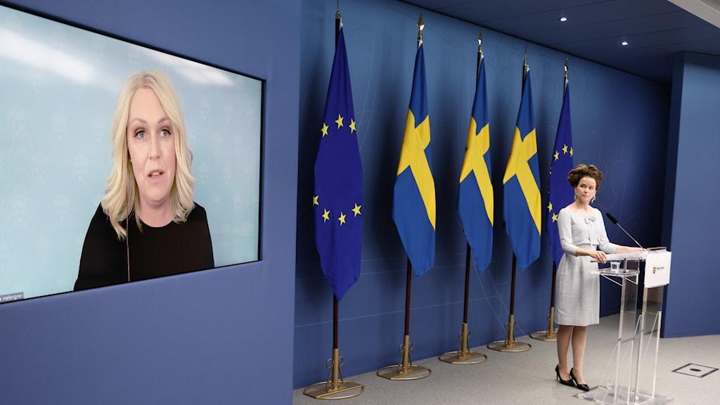 Socialminister Lena Hallengren och kulturminister Amanda Lind på pressträffen.