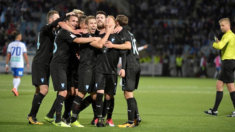 Malmö FF jublar efter ett mål mot Norrköping.