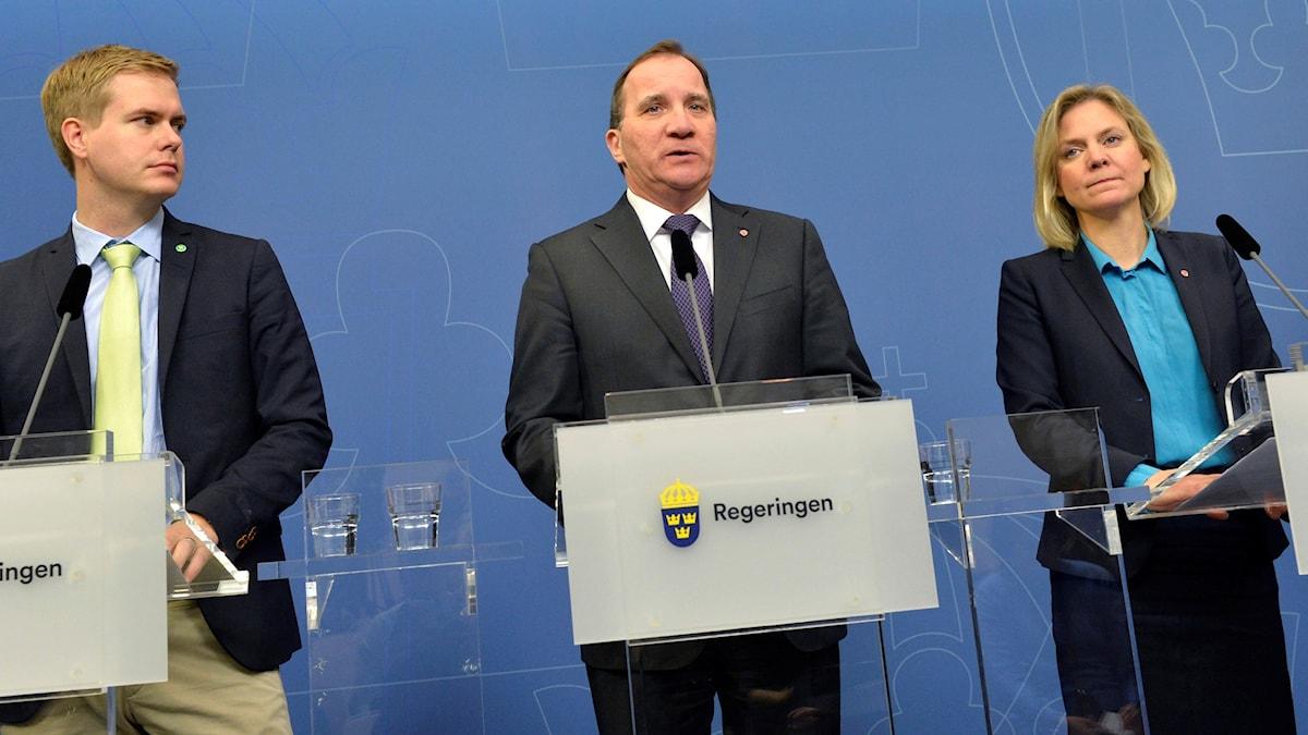 Utbildningsminister Gustav Fridolin, statsminister Stefan Löfven och finansminister Magdalena Andersson presenterar delar av vårbudgeteten.