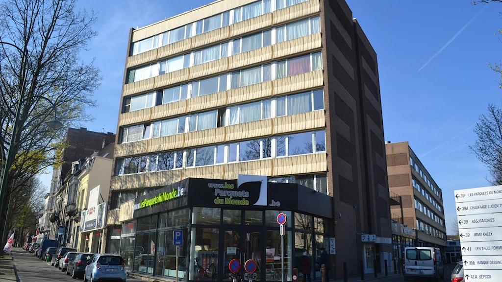 Det bostadshus i Brysselkommunen Etterbeek där den misstänkte svenske terroristen blev gripen.