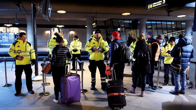 ID-kontroll vid tågstationen på Kastrups flygplats.