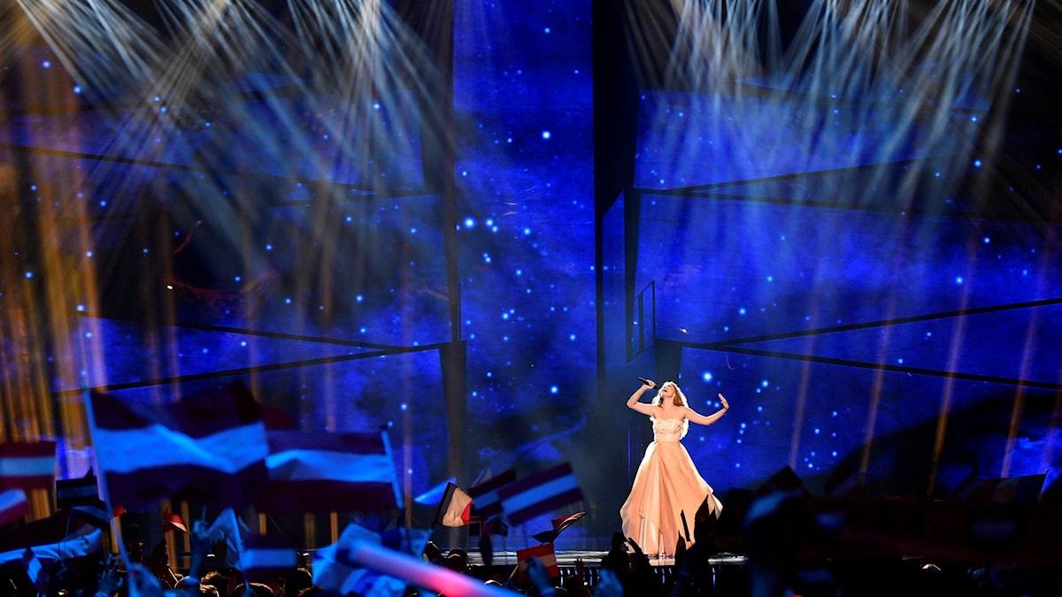 Österrikes artist Zoe var en av de som gick vidare från semifinalen i Eurovision Song Contest.
