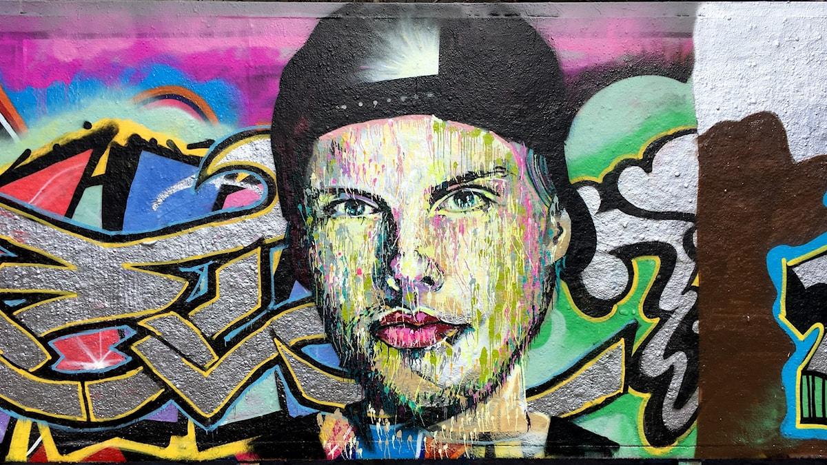 Hyllning till världsartisten Avicii, Tim Bergling,  målad av konstnären Martin Monet på den lagliga graffittiväggen i Tantolunden.