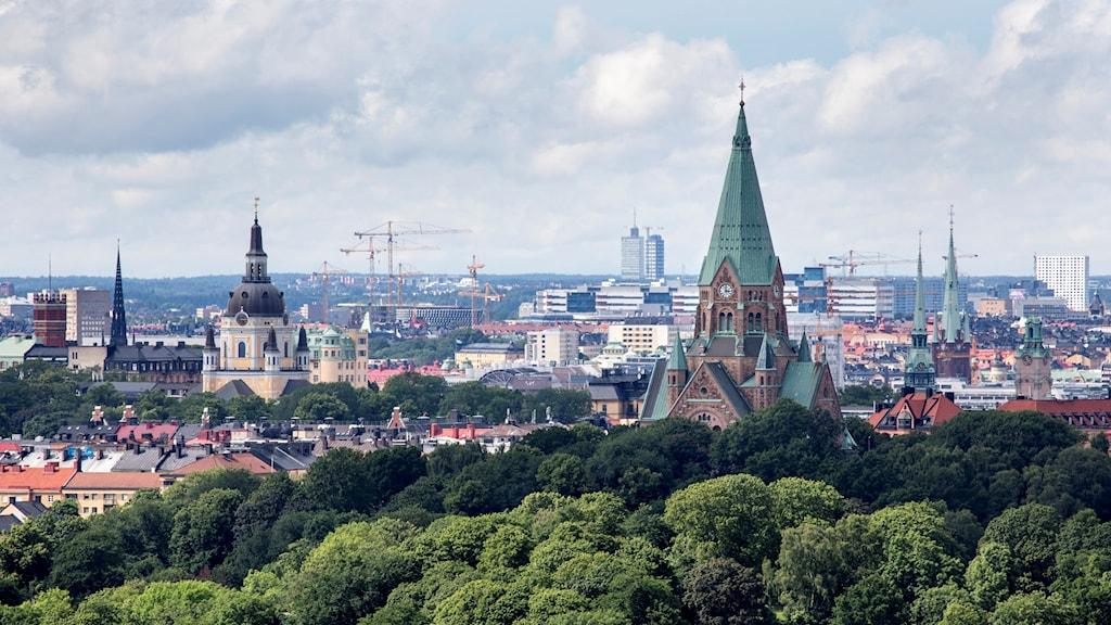 Utsikt över Vitabergsparken och Sofia kyrka på Södermalm.