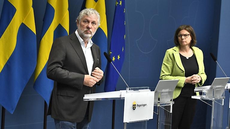 Biståndsministern Peter Eriksson och vice statsministern Isabella Lövin.