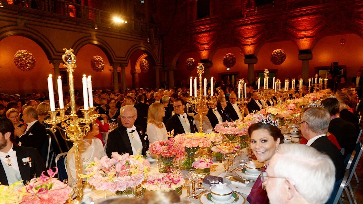 Kung Carl Gustaf och kronprinsessan Victoria på Nobelfesten förra året, 2015.