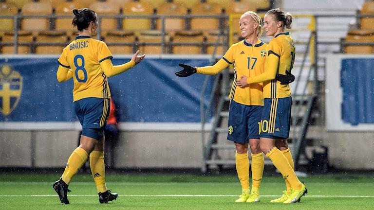 Marija Banusic, Caroline Seger och Lina Hurtig i det svenska damlandslaget.