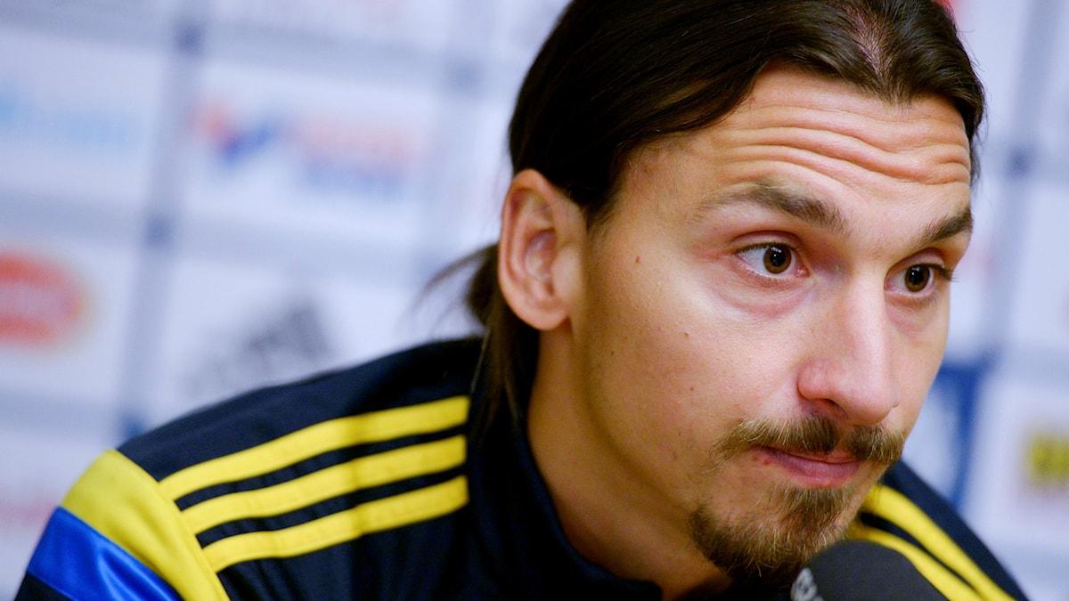 Fotbollsspelaren Zlatan Ibrahimovic, på en presskonferens