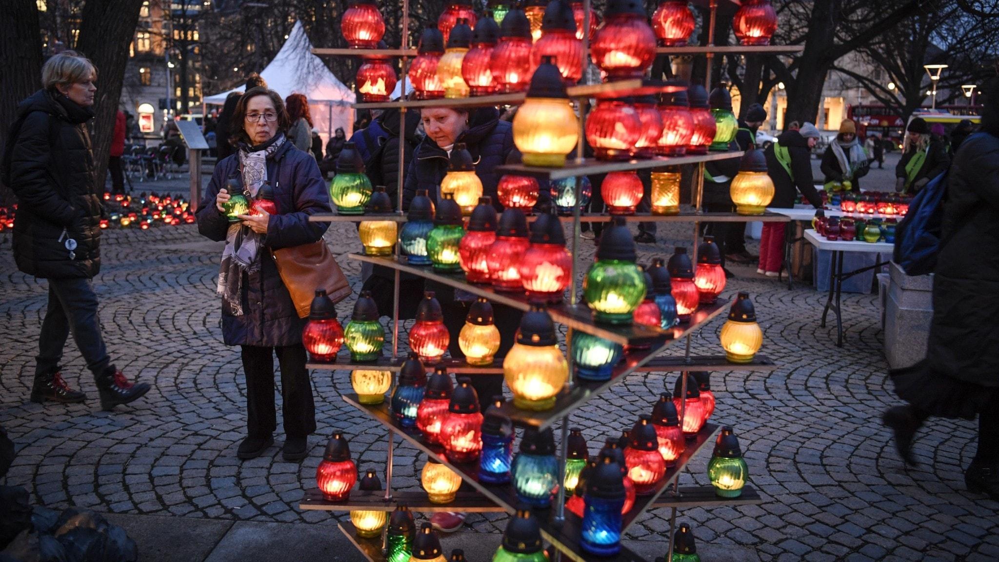 Tända ljus i Stockholm.