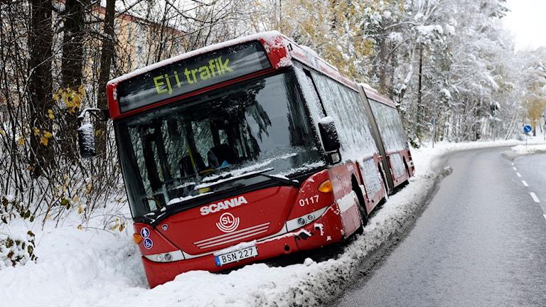 Många bussar kunde inte köra när det var snö och halt.