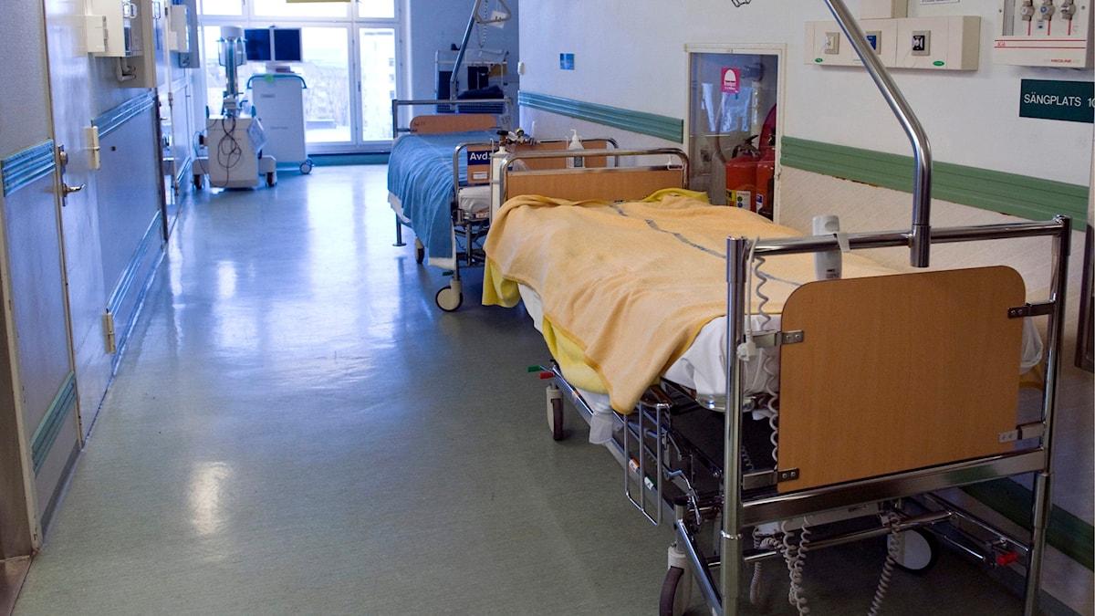 Tom korridor med sängar på operationsavdelningen på Södersjukhuset.