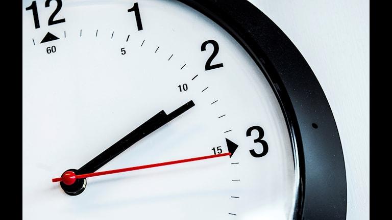 En klocka på en vägg. Foto: Marcus Ericsson/TT