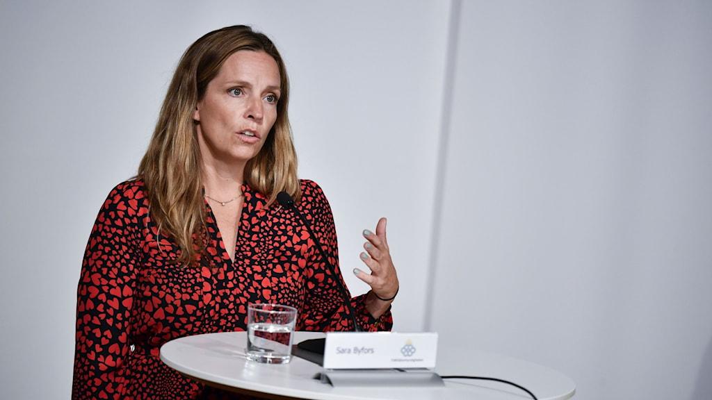 Sara Byfors på Folkhälsomyndighetens pressträff.